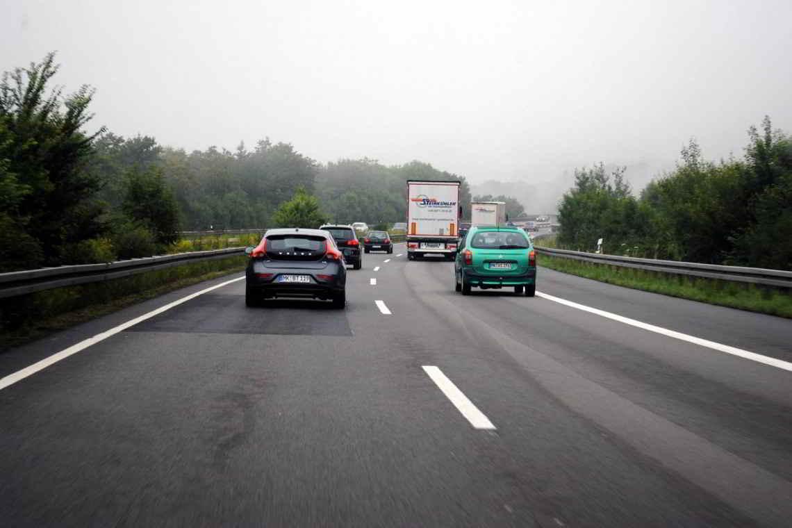 Distancia de seguridad entre vehículos en carretera